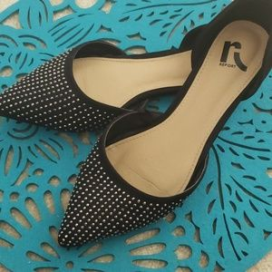 Report Pointy Women's Flats